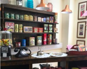 THEMED ROOMS - VINTAGE SHOPS - SCENES